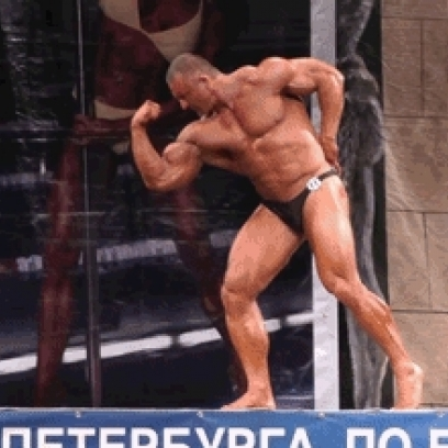 Russian Bodybuilder Plays It Cool When He Realizes He Doesn T Have A Routine